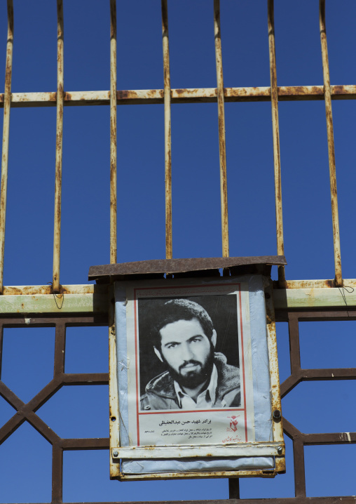 Sign paying homage to soldier fallen during the war between iran and iraq, Isfahan province, Kashan, Iran