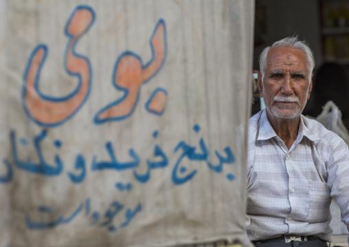 Old man in the bazaar, Isfahan province, Kashan, Iran