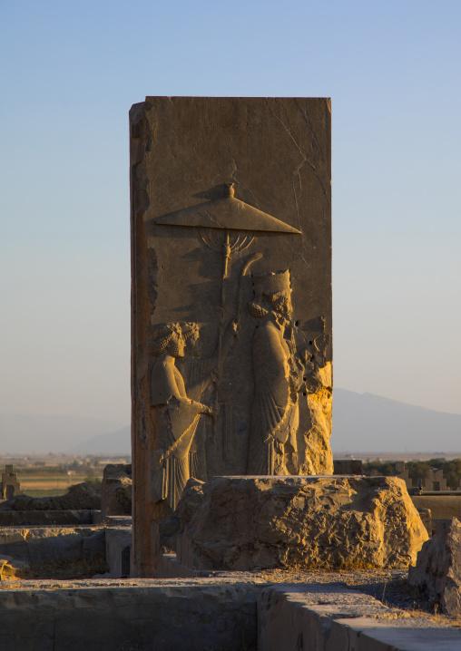 Bas-relief depicting darius under the parasol in persepolis, Fars province, Marvdasht, Iran