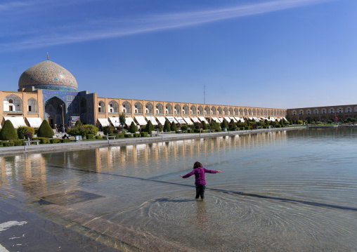 Girl playing in the water in front of Sheikh Lutfollah Mosque on the eastern side of Naghsh-i Jahan Square, Isfahan Province, Isfahan, Iran