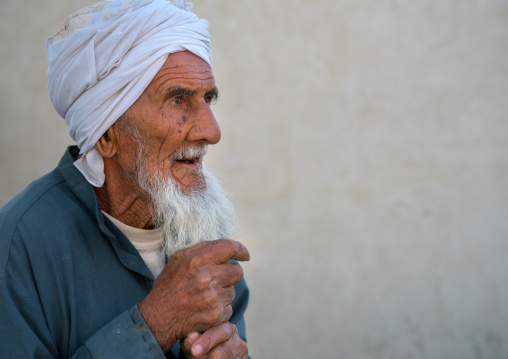 Old iranian man with white beard, Qeshm island, Tabi, Iran