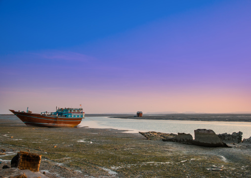 Dhow boats at low tide, Qeshm island, Laft, Iran