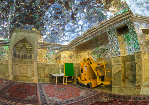 Elevateur Char To Clean The Mirrors In The Shah-e-cheragh Mausoleum, Fars Province, Shiraz, Iran