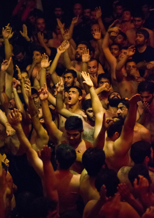 Iranian Shiite Muslim Mourners From The Mad Of Hussein Community Chanting And Self-flagellating During Muharram, Isfahan Province, Kashan, Iran