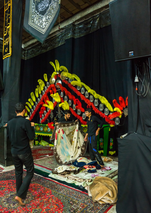 Iranian Shiite Muslim Man Making An Alam On Ashura, The Day Of The Death Of Imam Hussein, Isfahan Province, Kashan, Iran
