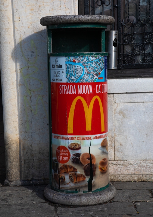 Dustbin with a mc Donald advertisement, Veneto, Venice, Italia
