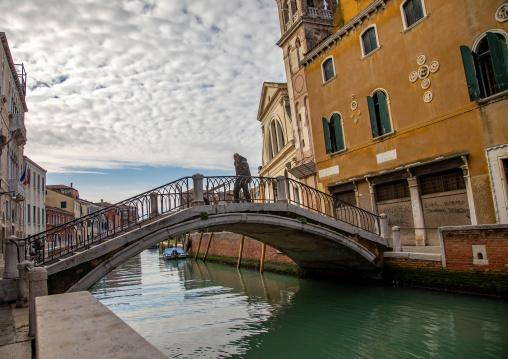 Bridge over the canal in the old town, Veneto, Venice, Italia