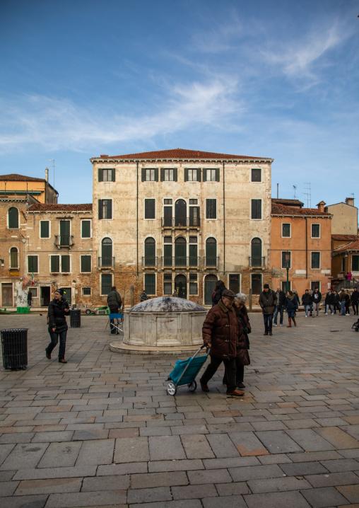 People on a square in the old town, Veneto, Venice, Italia