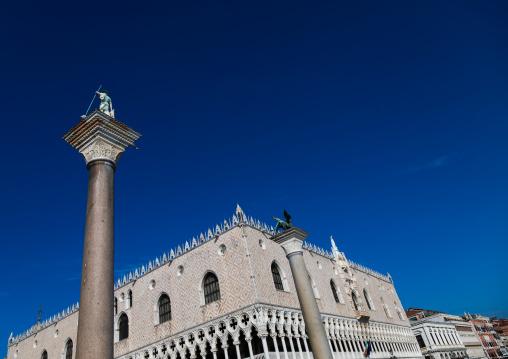Lion of Venice against blue sky, Veneto, Venice, Italia