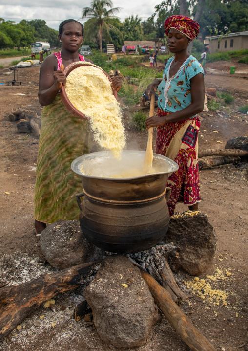 African women cooking attiéké, Région des Lacs, Sakiare, Ivory Coast