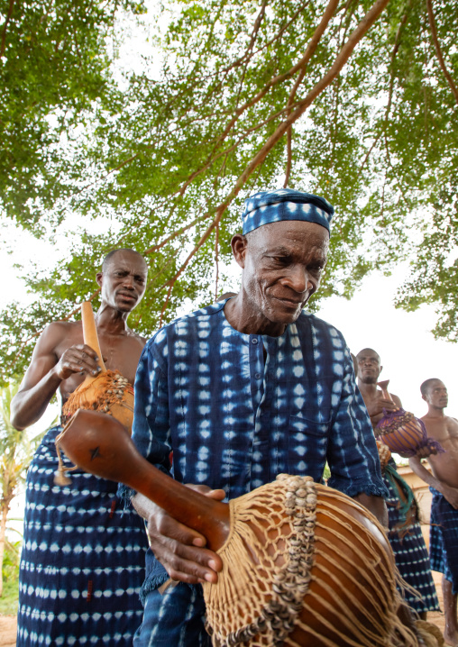 Musicians with shakers performing during a Goli sacred mask dance in Baule tribe, Région des Lacs, Bomizanbo, Ivory Coast