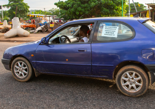 Young african driver asking people to be indulgent with her, Région des Lacs, Yamoussoukro, Ivory Coast
