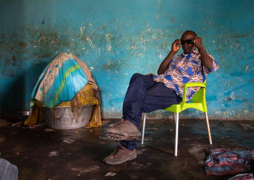 Senufo man in a shea butter or karite factory, Savanes district, Tcheregnimin, Ivory Coast