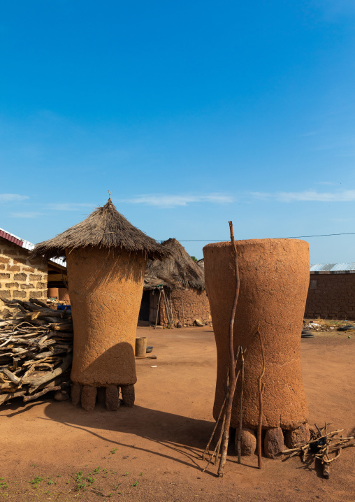 Adobe granaries with thatched roofs, Savanes district, Niofoin, Ivory Coast