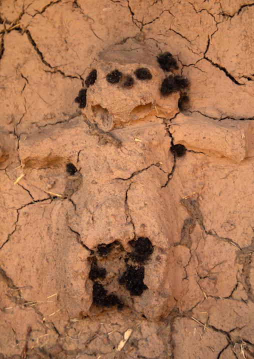 Human representation on the muddy wall of a Senufo fetish house, Savanes district, Niofoin, Ivory Coast