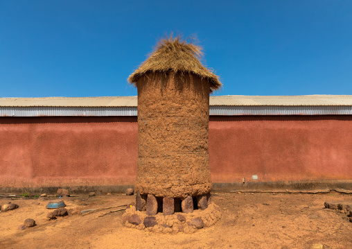 Granary with thatched roof, Savanes district, Niofoin, Ivory Coast
