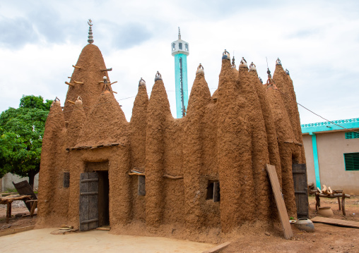 The 17th century sudano-sahelian mosque in front of the modern mosque, Savanes district, Kouto, Ivory Coast