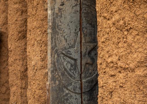 Wooden window of the 17th century sudano-sahelian mosque, Savanes district, Kouto, Ivory Coast