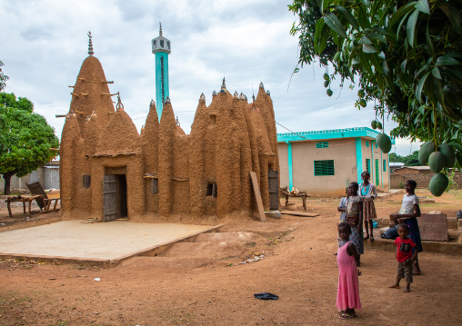African children in front of a sudano-sahelian style mud mosque, Savanes district, Kouto, Ivory Coast