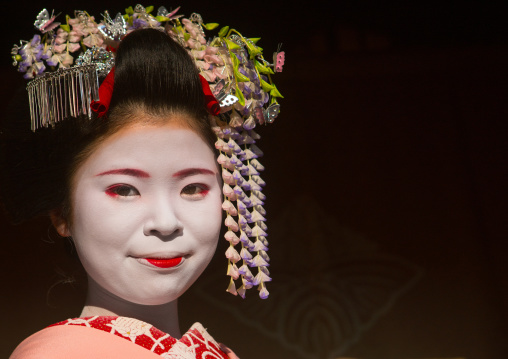 Portrait of a 16 years old maiko called chikasaya, Kansai region, Kyoto, Japan
