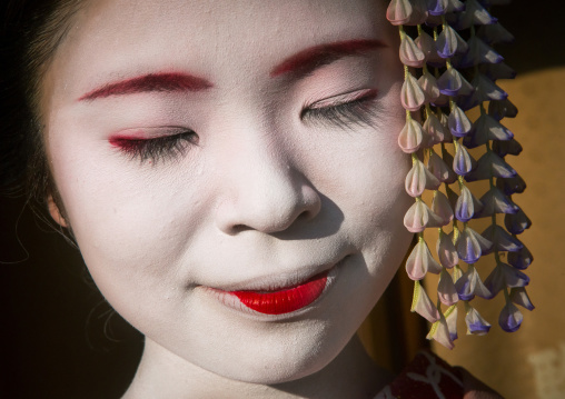 Portrait of a 16 years old maiko called chikasaya with closed eyes, Kansai region, Kyoto, Japan