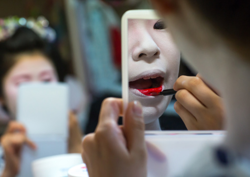 16 Years old maiko called chikasaya during a make up session, Kansai region, Kyoto, Japan