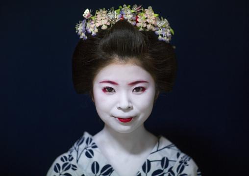 Portrait of a 16 years old maiko called chikasaya, Kansai region, Kyoto, Japan