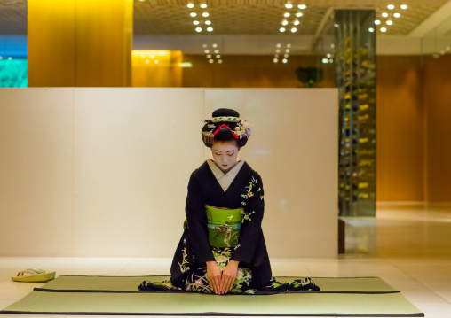 Maiko in hayatt hotel hall, Kansai region, Kyoto, Japan