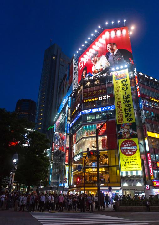 Shibuya crossing at night, Kanto region, Tokyo, Japan