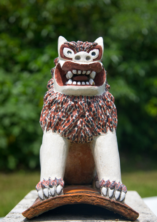 Shisa lion statue to protect the house from the bad spirits, Yaeyama Islands, Ishigaki, Japan