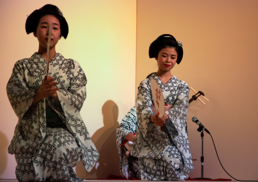 Maiko women dancing on stage during a show, Kansai region, Kyoto, Japan