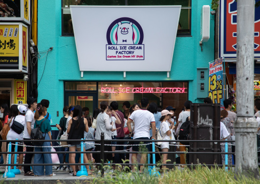 People queueing to buy ice creams in the street, Kansai region, Osaka, Japan
