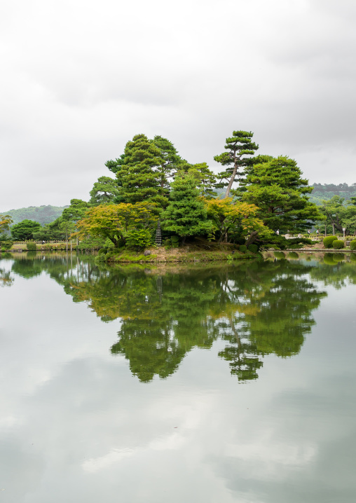 Kasumigaike pond in kenroku-en garden, Ishikawa Prefecture, Kanazawa, Japan