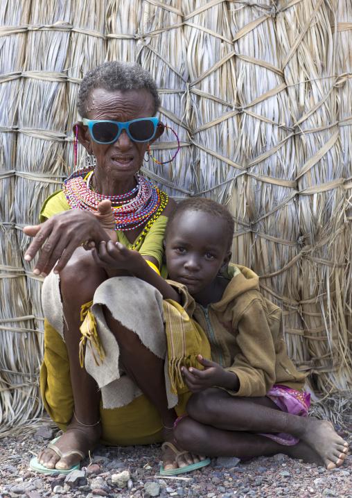 El molo tribe grandmother and a child, Turkana lake, Loiyangalani, Kenya