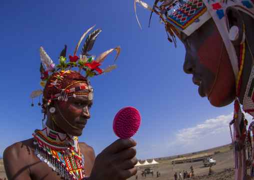 Portrait of rendille warriors applying make up, Turkana lake, Loiyangalani, Kenya