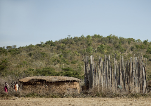 Maasai house with wooden fences for the cattle, Rift Valley Province, Maasai Mara, Kenya