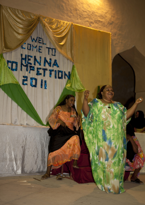 Woman presenting henna competition in maulidi festival, Lamu, Kenya