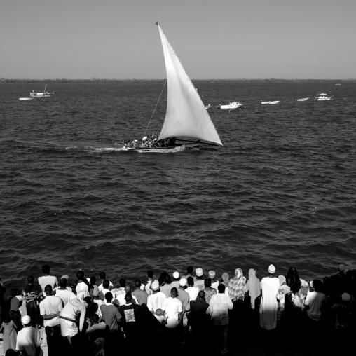 Crowd watching dhow race, Maulidi, Lamu, Kenya