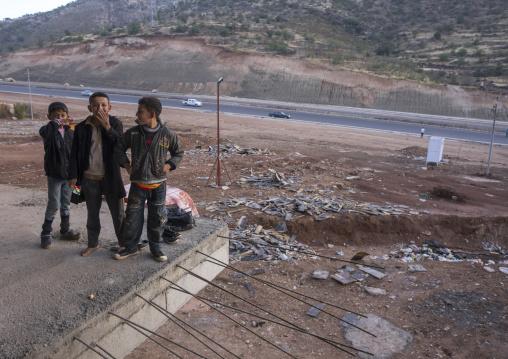 Yezidi Refugees Children Displaced From Sinjar Living In An Under Construction Building, Duhok, Kurdistan, Iraq