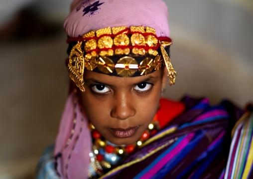 Tuareg girl in traditionnal clothing, Tripolitania, Ghadames, Libya
