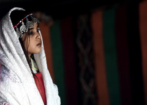 Tuareg girl in traditionnal dress, Tripolitania, Ghadames, Libya