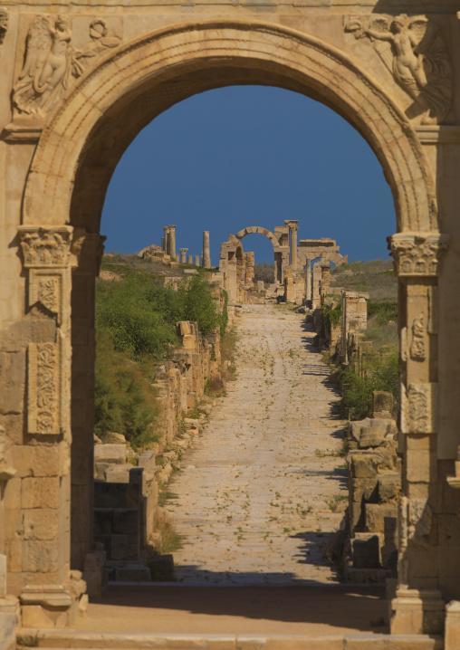 The via trionfale in leptis magna, Tripolitania, Khoms, Libya