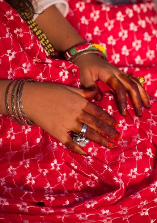 Tuareg girl in traditional clothing showing her hand with henna, Tripolitania, Ghadames, Libya
