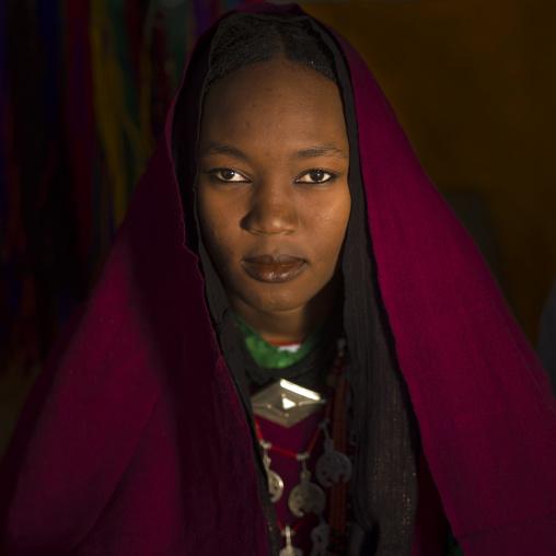 Portrait of a tuareg girl in traditionnal red clothing, Tripolitania, Ghadames, Libya