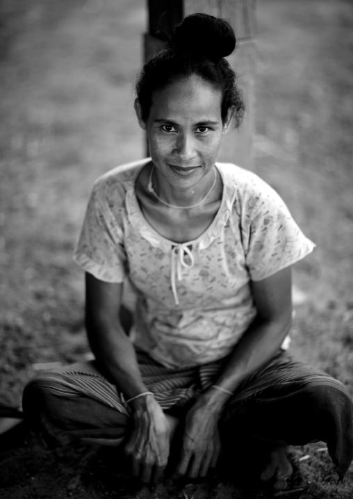 Bru minority woman, Phonsaad, Laos