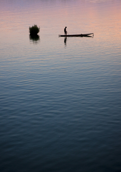 Fisherman on mekong river, Don khong island