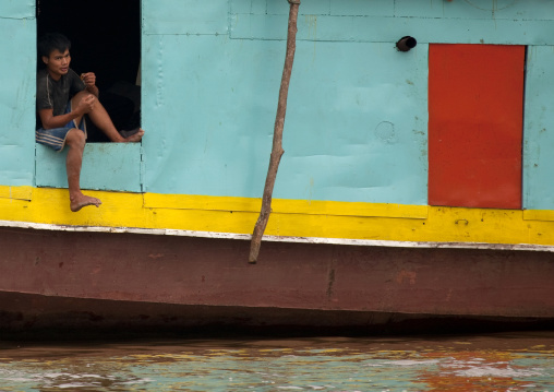 Man on a boat on mekong river, Houei xay, Laos