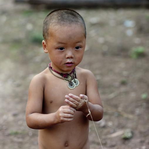 Lantaen minority child, Nam deng, Laos