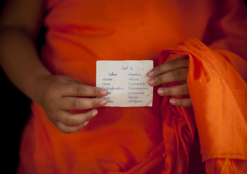 Novice buddhist monk showing a futur prediction, Nam deng, Laos
