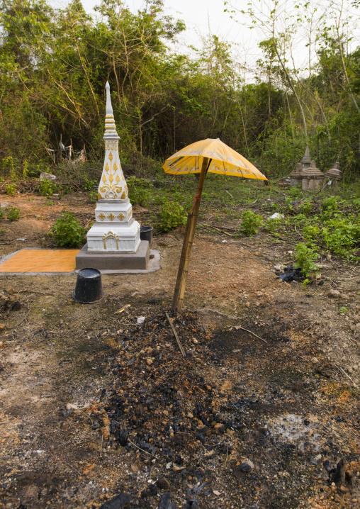 Umbrella and akha grave, Nam deng, Laos